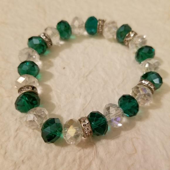 Jewelry - 5/$15 Green & White Beaded Bracelet